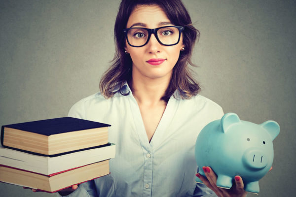 Budget Bzzzz: Money Saving for College Students