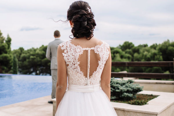Should a Bride and Groom See Each Other Before the Wedding?